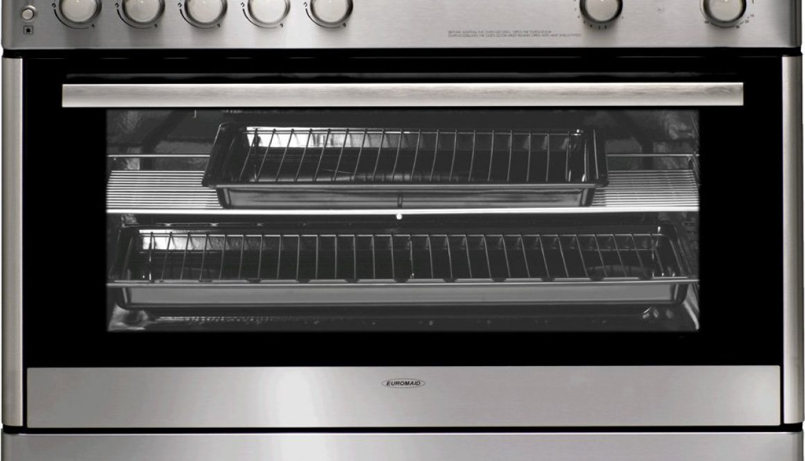 3 tips for cleaning an oven